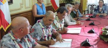 Gilbert Tyuienon, Vice President of the Government of New Caledonia, and Edouard Fritch, President of French Polynesia signed a Memorandum of Understanding between the two territories.