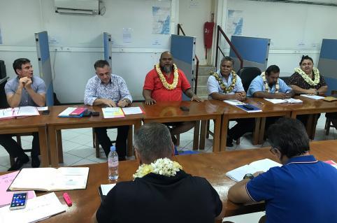 Vaimu'a Muliava, entouré du préfet (à gauche) et du président de l'assemblée territoriale de Wallis-et-Futuna, lors de son dernier déplacement du 4 au 7 novembre.