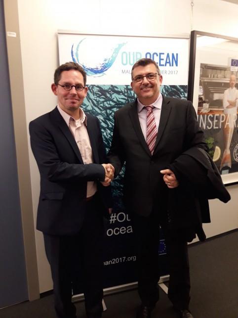 Philippe Germain avec M. Mueller, directeur de cabinet du Commissaire européen à l'environnement, la pêche et la politique maritime.