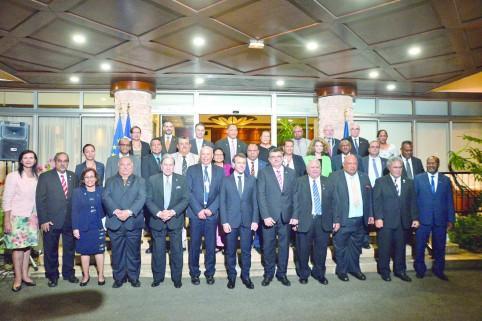 Rencontre entre les chefs d'État et de gouvernement du Pacifique et le président de la République (© DR).