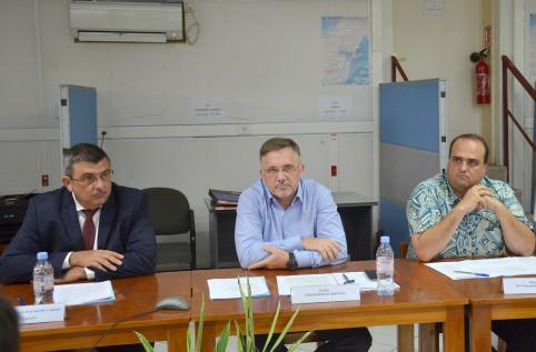 Le président du gouvernement, le préfet des îles Wallis et Futuna, Thierry Queffelec, et le président de l'Assemblée territoriale ont co-présidé la 4e commission de suivi.