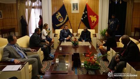 En Papouasie, le président du gouvernement était entouré de deux autres membres de l'exécutif, Didier Poidyaliwane et Bernard Deladrière.