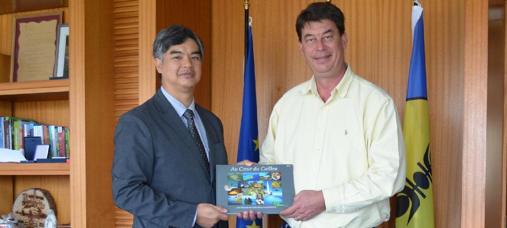 High-level discussions between the European Union's Ambassador to the Pacific, Sujiro Seam and the President of the Government Thierry Santa.